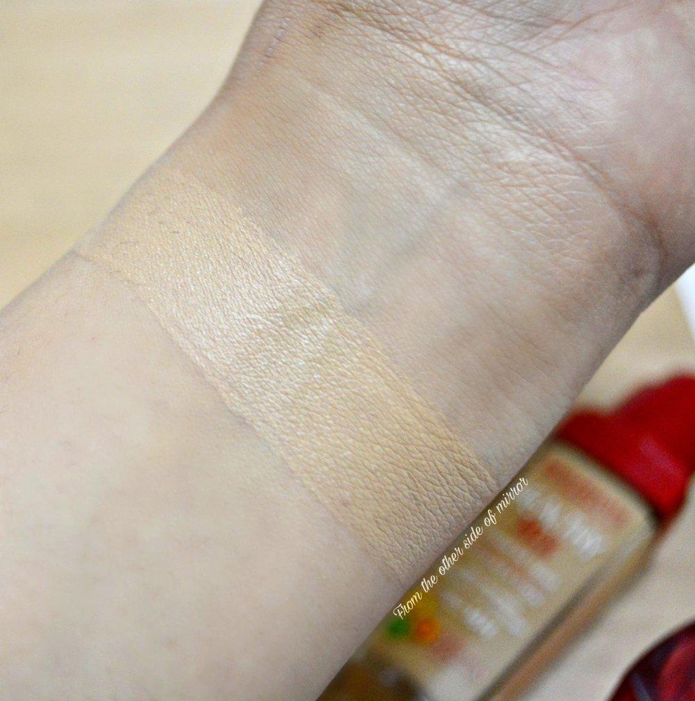 Bourjious Healthy Mix Anti-Fatigue Foundation - 53 : Light Beige (Swatch)